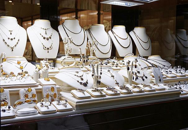 Garnet jewelry shop
